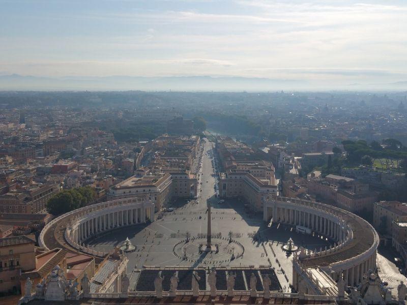 Blick vom Dom St-Peter zu Ehren des Apostels Simon Petrus