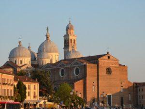 Basilika Santa Giustina vermeintliche Grablege des Evangelisten Lukas