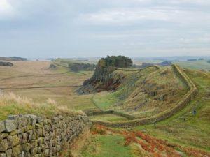 Reste des Walls von Kaiser Hadrian finden sich noch heute in England.