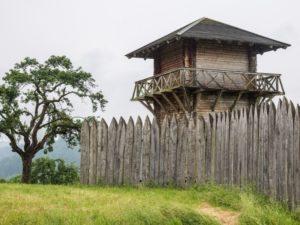 Rekonstruierter Holzturm des römischen Limes