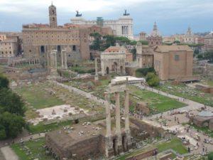 Marcus Antonius hielt die Grabrede auf dem großen Forum Romanum.