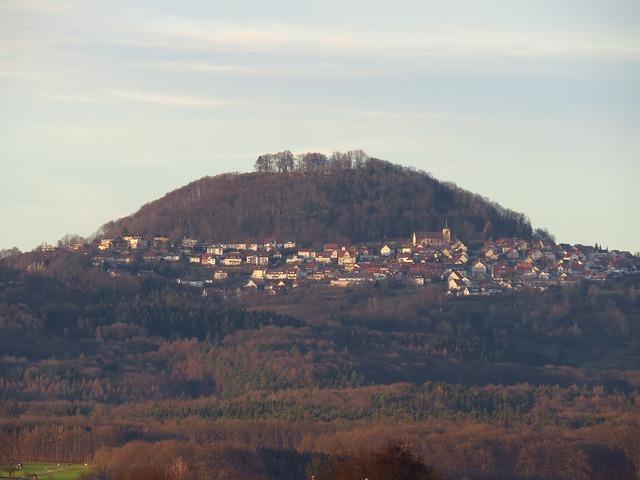 Der kegelförmige Berg Hohenstaufen war Ort des Stammsitzes der Staufer.