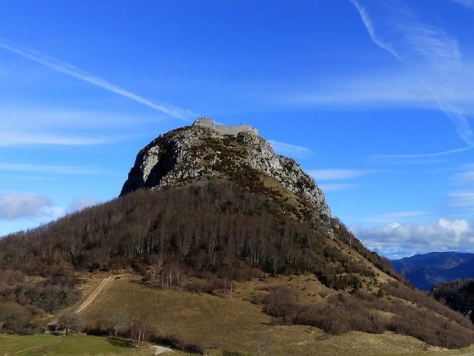 Auf dem Berg Montségur befand sich eine Fluchtburg der Katharer