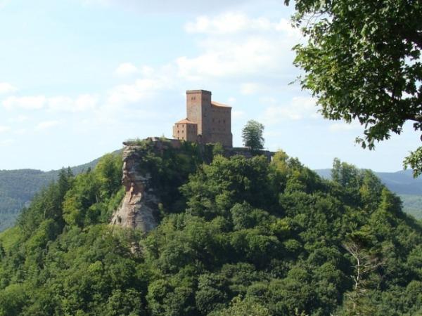 Burg Trifels wurde von deutschen Königen und Kaiser als Schatzkammer genutzt.