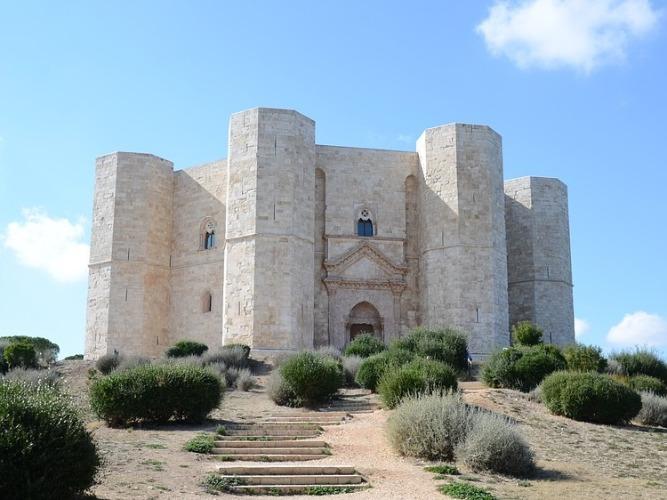 Friedrich II. der Staufer errichtete Castel del Monte in Apulien.