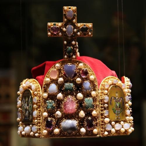 Seit Konrad II. wurden römisch-deutsche Kaiser meist mit Reichskrone gekrönt.