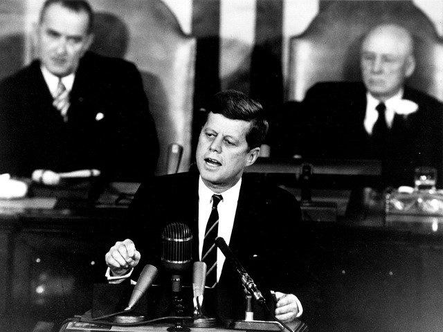 Präsident Kennedy bei einer Rede im Kongress
