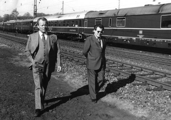 Willy Brandt und Günter Guillaume bei einem Spaziergang