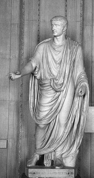 Kaiser Tiberius Statue