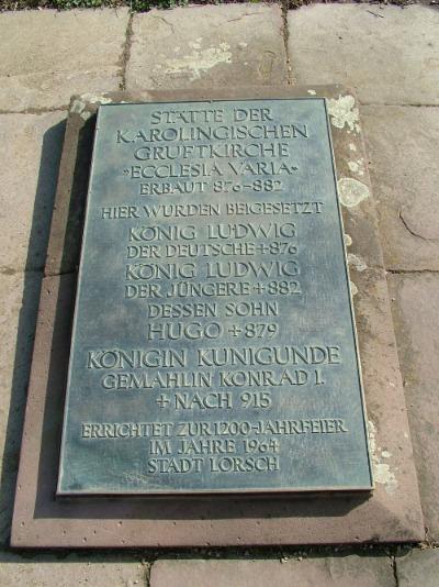 Grabplatte von Ludwig dem Deutschen